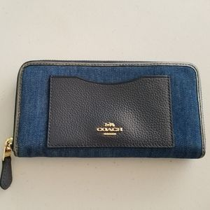 Coach Denim Wallet Like new, no flaws